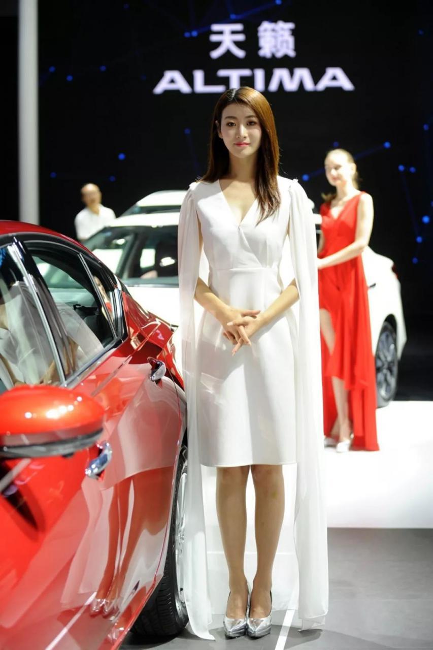 东风日产展台模特