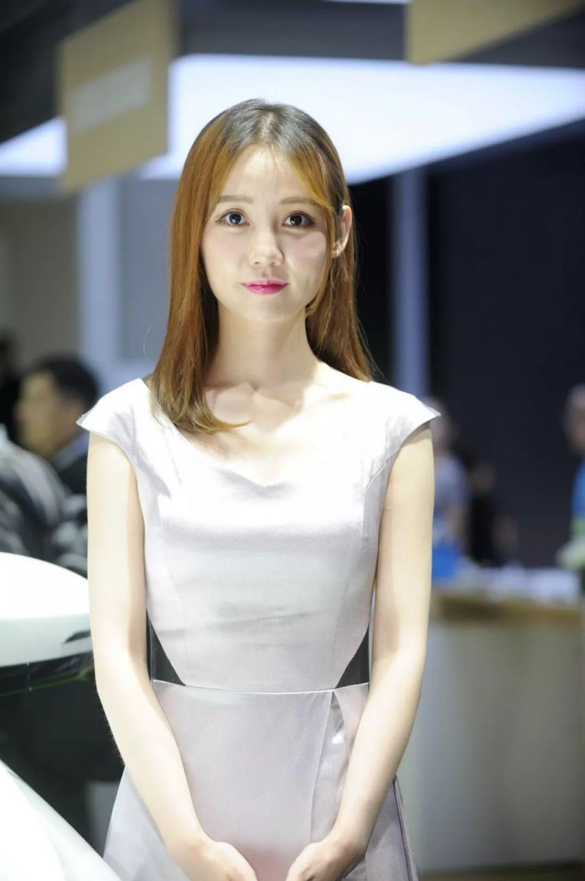 长安欧尚展台模特