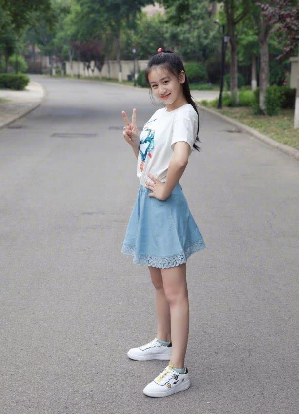 """有种""""腿长女儿""""叫田亮女儿,不小心拿安全裤当裙穿,腿长无敌了"""